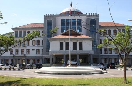 Pelataran Parkir Halaman Depan Kantor Pusat Pemerintahan Kabupaten Bireuen