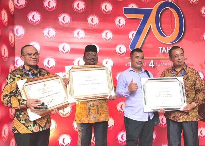Penerimaan Penghargaan Peduli HAM secara simbolis diterima oleh Bupati Bireuen